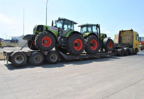 перевозка тракторов с помощью трала